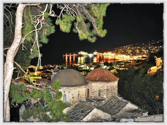 Οδοιπορικό της Σάμου,Η πρωτεύουσα Σάμος. Θέα από τον Αη Γιαννάκη του Ανω Βαθέος