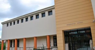 Η είσοδος του Μουσείου Πυθαγορείου
