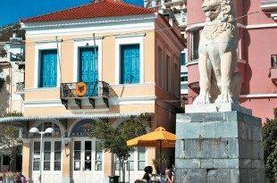 Σάμος (Βαθύ). Η πλατεία Πυθαγόρα με το λιοντάρι