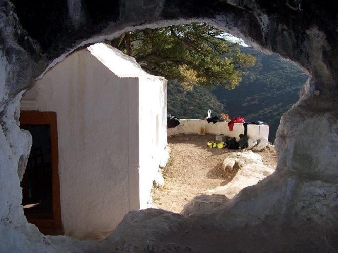 Σπήλαιο Σαραντασκαλιώτισσα