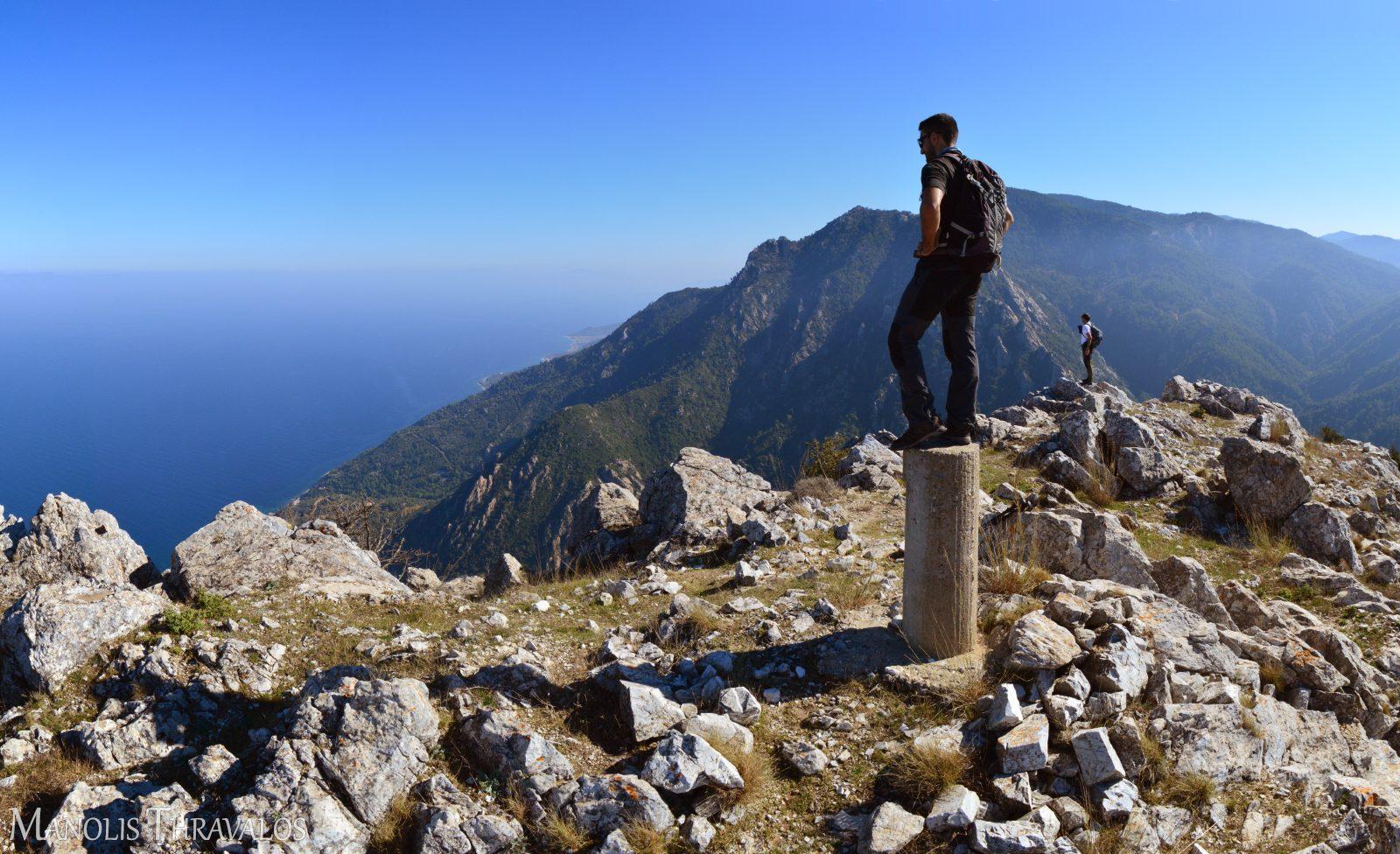 Ψηλότερα και από το υψομετρικό σημείο στην κορυφή
