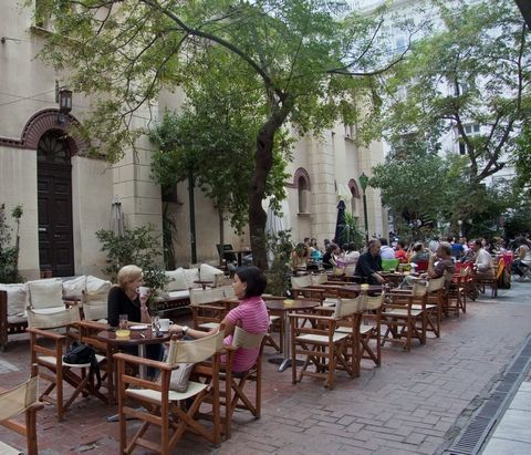 οι πλατείες της Αθήνας