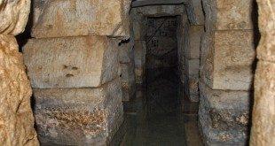 Αγιάδες. Η πηγή στα θεμέλια του ναού της θεάς Αφροδίτης