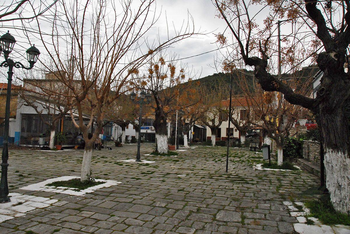 Παγώνδας, η παραδοσιακή πλατεία