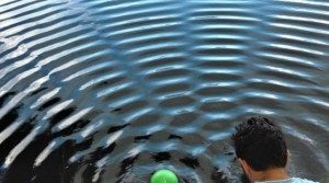 Ενισχυτική και καταστρεπτική συμβολή κυμάτων στην επιφάνεια του νερού