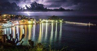 Η δημιουργία της καταιγίδας βόρεια του νησιού όπως φαινόταν από το Κοκκάρι (Click for HD)
