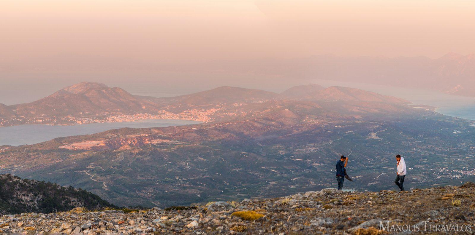 Θέα προς το Βαθύ από την κορυφή του Καρβούνη