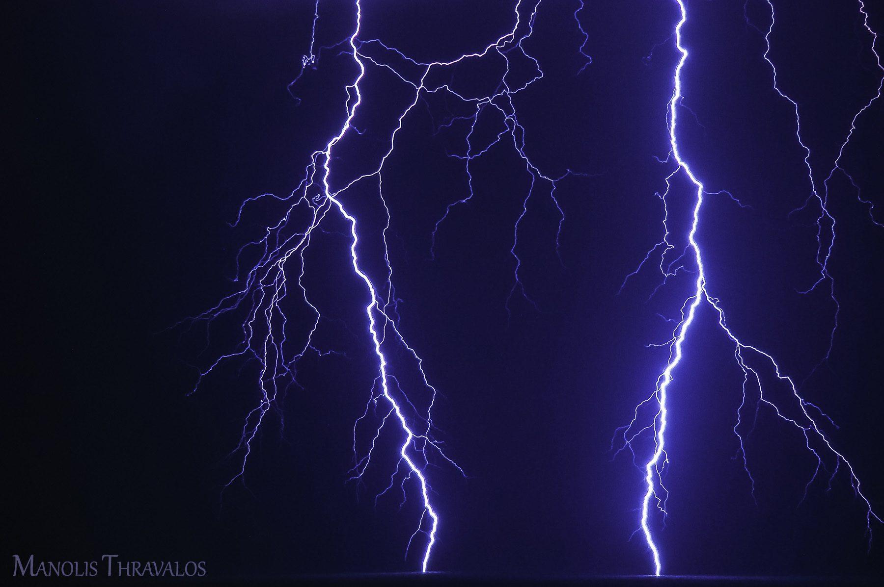 Καταιγίδα - Κοντινό διπλό χτύπημα στην θάλασσα