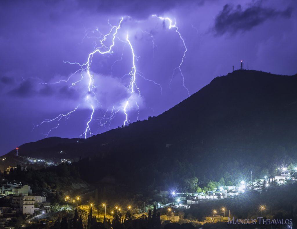 Καταιγίδα - Πάνω από το κέντρο προσφύγων