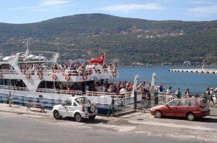 Τουρκικά πλοία με τουρίστες στη Σάμο